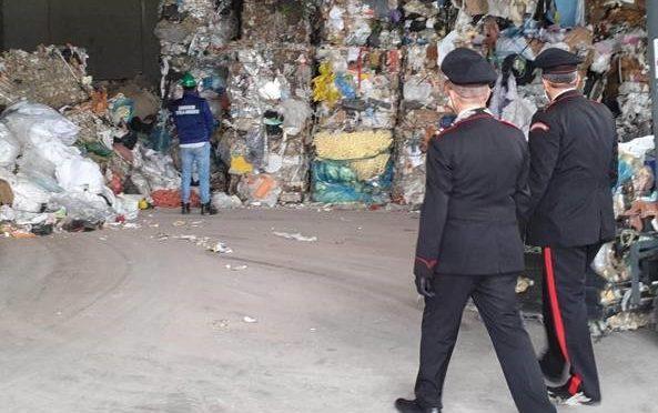 Brescia, traffico illegale di rifiuti: scoperto capannone sul Garda.